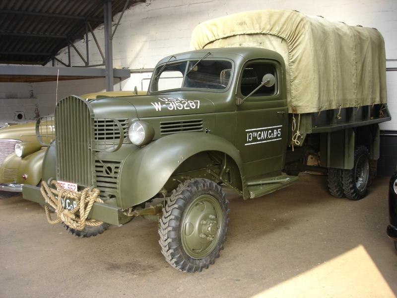 Грузовик Dodge VF-402 с тентом