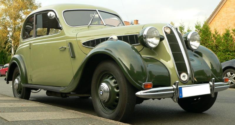 Седан BMW-321