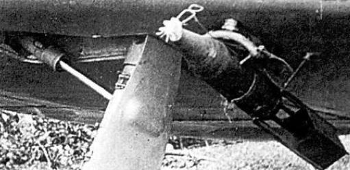 Авиабомба АО-25М под крылом истребителя Ла-5ФН