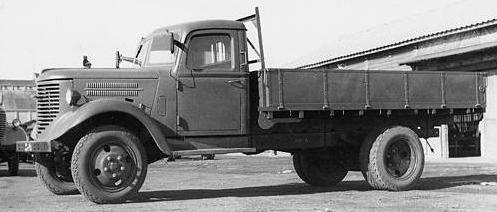 Бортовой грузовик Nissan-180