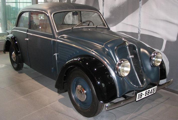 Автомобиль DKW Schwebeklasse седан