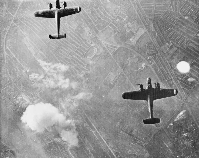 Два немецких бомбардировщика «Dornier Do 17Z» над Вест Хэм