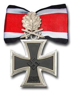 Аверс Рыцарского креста Железного креста с Дубовыми листьями и Мечами.