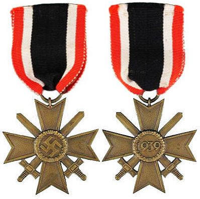 Аверс и реверс Креста военных заслуг 2 класса (Kriegsverdienstkreuz 2.Klasse) с мечами.