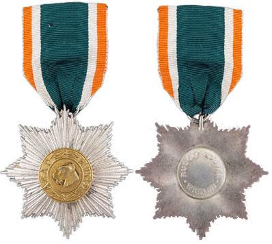 Аверс и реверс звезды 3-го класса «Герой Индии».