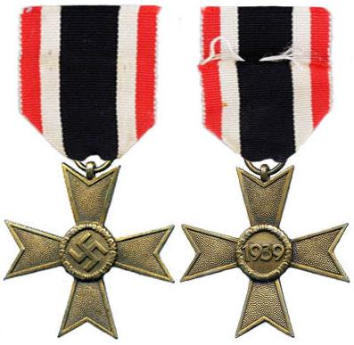 Аверс и реверс Креста военных заслуг 2 класса (Kriegsverdienstkreuz 2.Klasse).