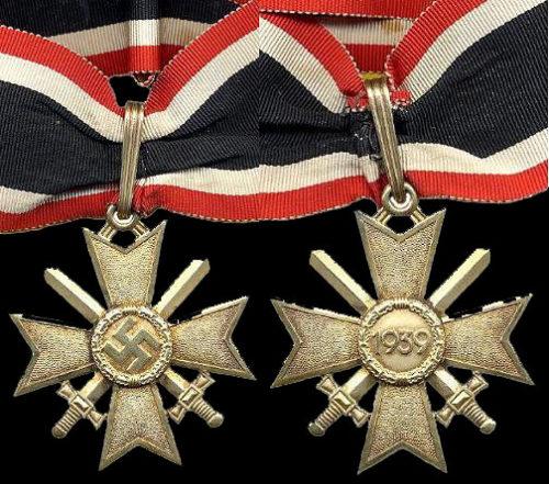 Аверс и реверс Золотого Рыцарского креста Креста военных заслуг.