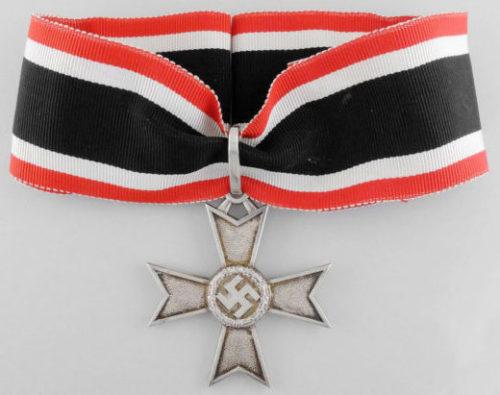 Рыцарский крест Креста военных заслуг (Ritterkreuz des Kriegsverdienstkeuzes).