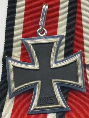 Реверс Рыцарского креста Железного креста с клеймом пробы серебра и номером.