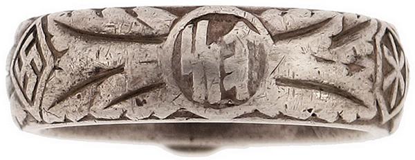 Вид внешней стороны кольца Мертвая голова