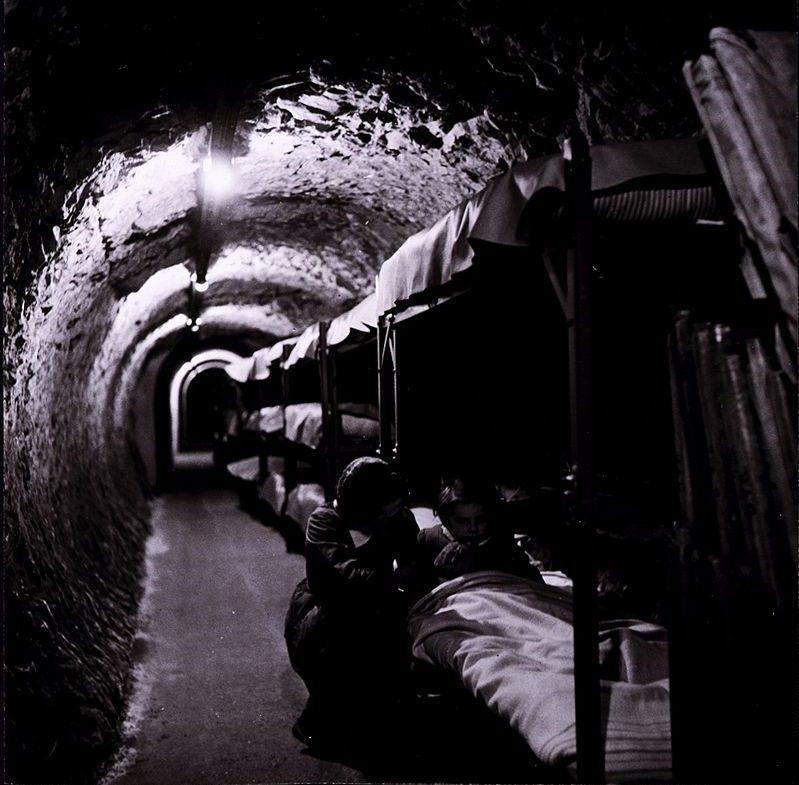 Двухъярусные кровати в туннелях Лондонского метро