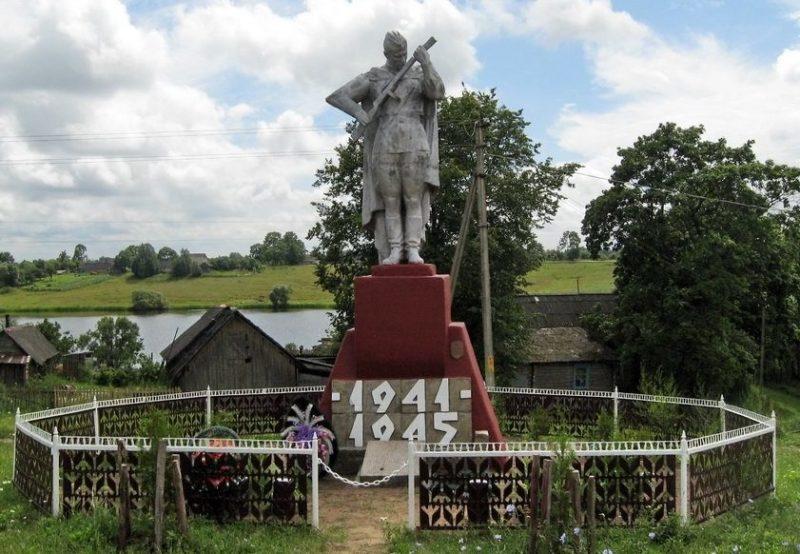 д. Росица Верхнедвинского р-на. Памятник погибшим землякам.