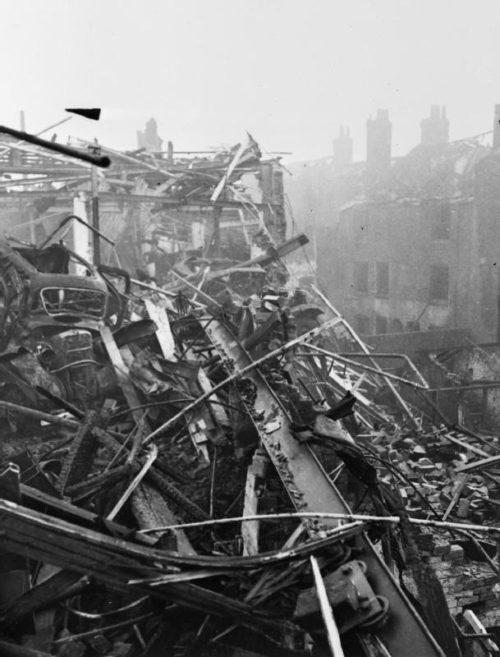Улица в Бирмингеме после бомбардировки. 1940 г.
