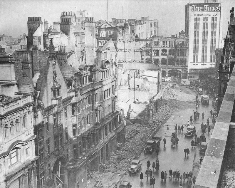 Восточный конец Нью-стрит в Бирмингеме. Апрель 1941 г.