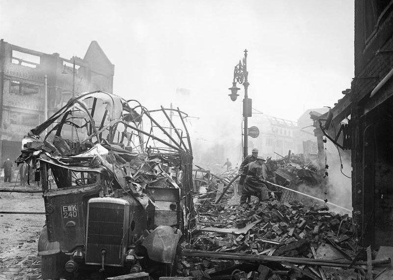 Останки автобуса в центре Ковентри. 15 ноября 1940 г.