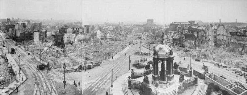 Панорамный вид города после воздушного налета. Ливерпуль. 1940 г.