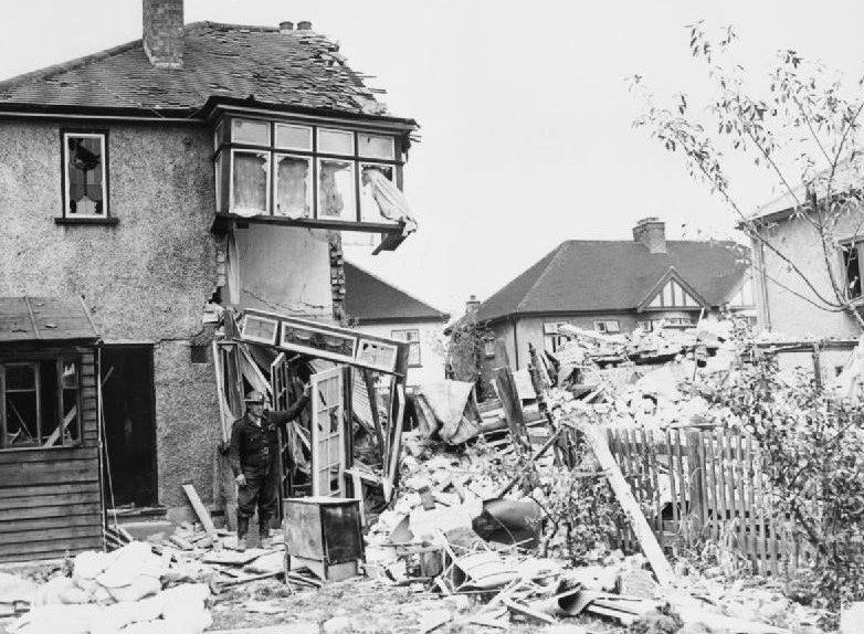Двухквартирный дом, превратившейся в отдельностоящий. Восточная окраина Лондона. 1940 г.
