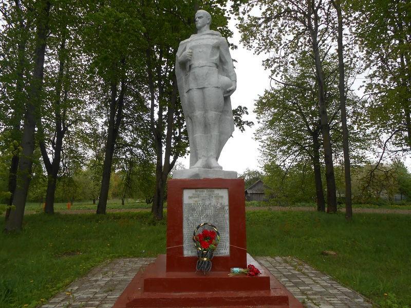 п. Комоски Бешенковического р-на. Памятник погибшим односельчанам
