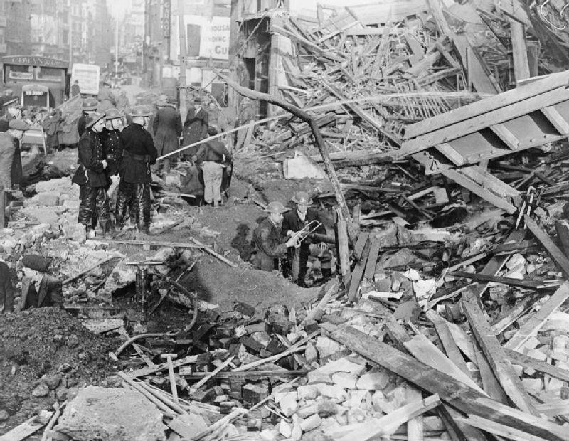 Ликвидация последствий бомбардировки. Лондон. 1941 г.