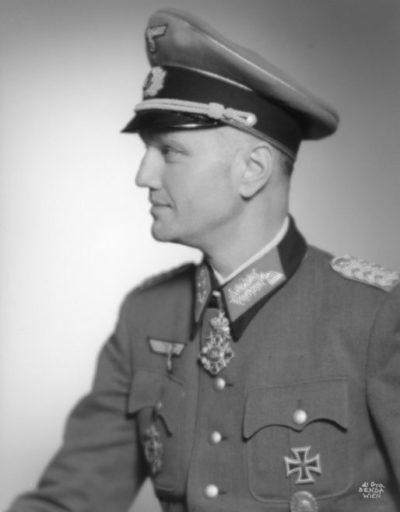 Лахузен Эрвин Генрих Рене фон Вивремонт (Erwin Heinrich René Lahousen, Edler von Vivremont) (25.10.1897 – 24.02.1955)