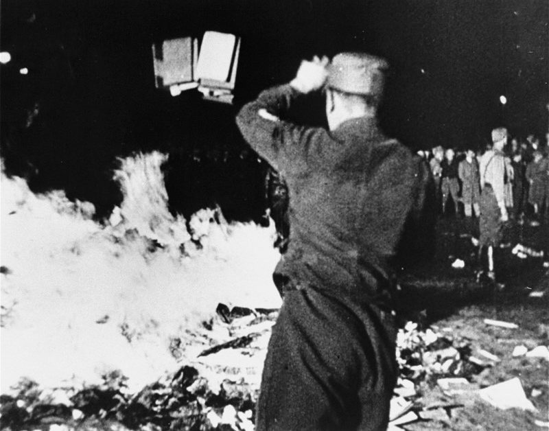 Сожжение книг в нацистской Германии. 10 мая 1933 г.