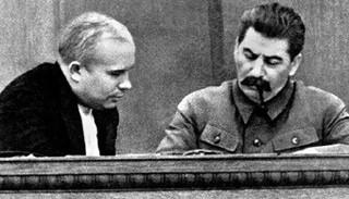 Приблизительно так выглядело общение Хрущева со Сталиным