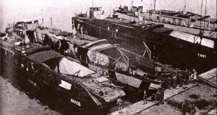 Десантные баржи «F-495», «F-308», «F-494» и «F-370»