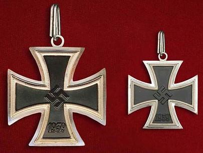Большой крест Железного креста образца 1939 г. в сравнении с Рыцарским крестом железного креста