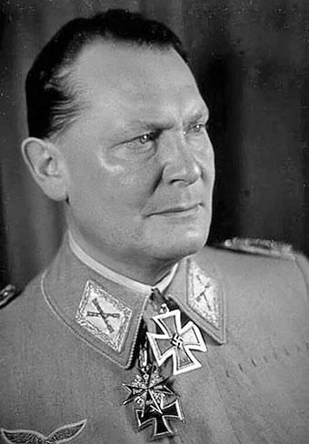 Герман Геринг с Большим крестом