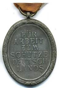 Медаль, изготовленная из бронзированного цинка.