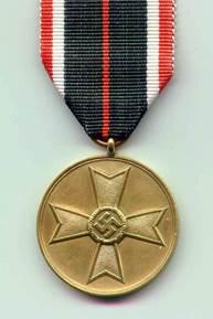 Аверс медали Креста военных заслуг.