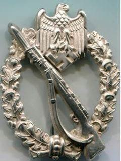 Аверс и реверс штурмового пехотного знака в серебре.