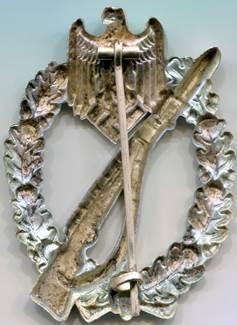 Аверс и реверс штурмового пехотного знака в серебре