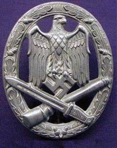 Аверс и реверс знака «За участие в общих штурмовых атаках» в серебре.