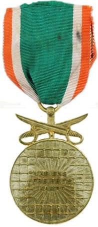 Реверс медали 1-го класса с мечами.