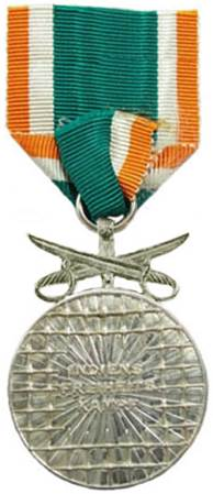 Реверс медали 2-го класса с мечами.