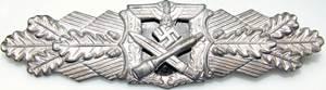 Аверс и реверс знака «За ближний бой» в серебре.