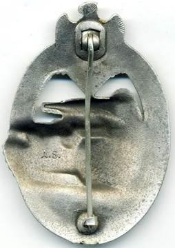Аверс и реверс знака «За танковый бой» в серебре.