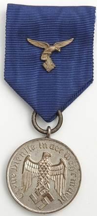 Аверс медали за 4 года службы в Люфтваффе.