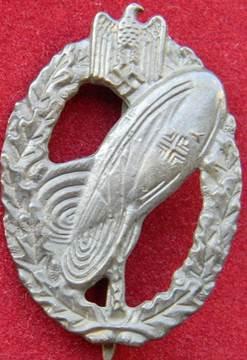 Знак «Наблюдатель аэростата» в серебре.