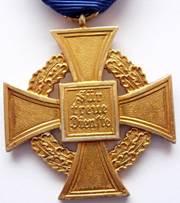 Аверс и реверс креста 40 лет выслуги.