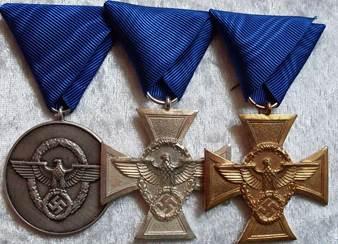 Полный наградной ряд медали «За верную службу в полиции».