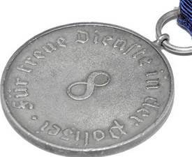 Реверс медали за 8 лет выслуги.