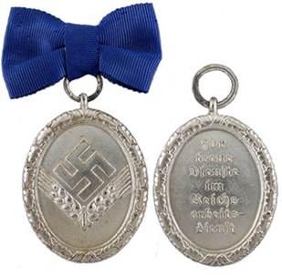 Аверс и реверс медали 12 лет выслуги для женщин.