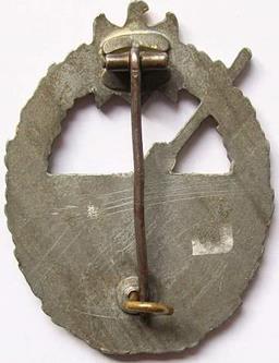 Аверс и реверс знака морской артиллерии.