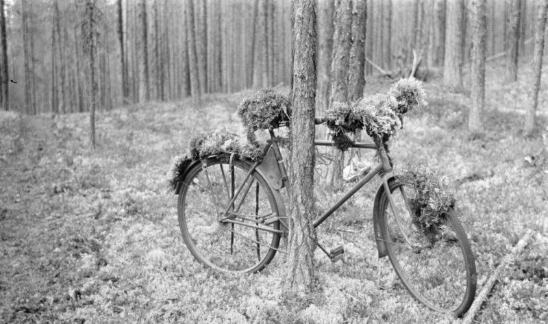 Закамуфлированный финский велосипед. Август 1941 г.