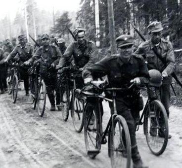 Велосипедный батальон продвигался в направлении Толвайярви. Июль 1941 г.