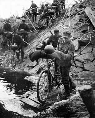Переправа через реку. 1944 г.