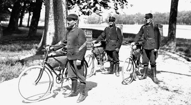 Разведывательный патруль, с клетками почтовых голубей. 1918 г.