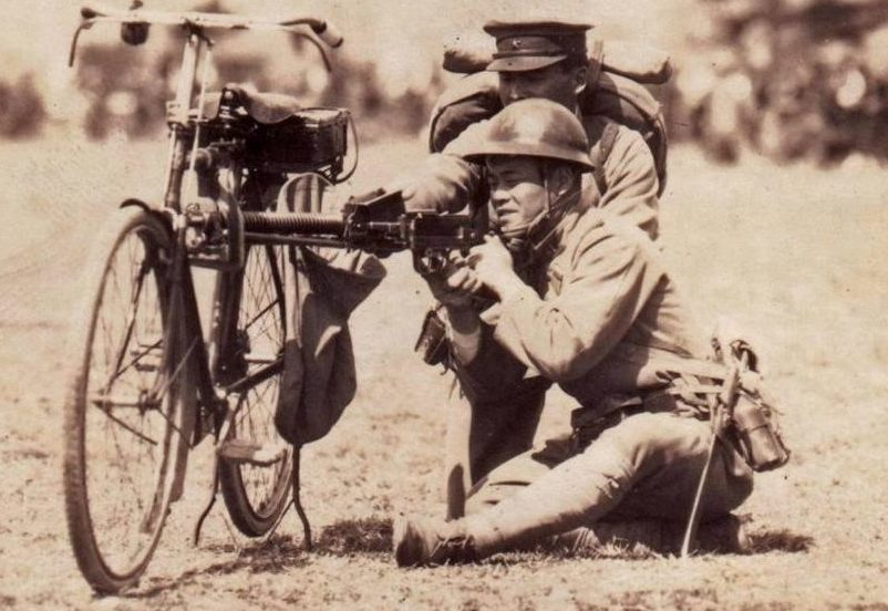 Самокатчики с ручным пулеметом Тип-11